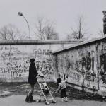 Mario Dondero, Due giorni prima della caduta del muro di Berlino, 1989, Courtesy Galleria M&D Arte, Gorgonzola