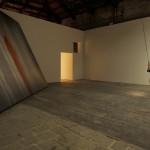 Francesca Grilli, Fe2O3, Ossido ferrico, 2013, performance per 156 giorni, lamina di ferro, acqua, voce, microfono. Courtesy l'artista. Foto Alessandro Sala