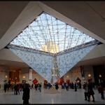 paris-louvre-interieur-pyramide