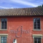 Opiemme, Installazione luminosa site specific, neon, pittura, 340x195,5x15, 2016 Museo Magma, Follonica