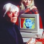 Andy-Warhol-e-Debby-Harry-al-Lincoln-Center-per-la-presentazione-di-Amiga-1000-1985-393x590