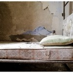 © Emma Spiga, il letto di una cella d'isolamento