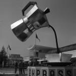 1954. Installazione pubblicitaria Bialetti alla Fiera Campionaria di Milano