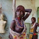 _2SM7415; Omo Valley, Ethiopia, 07/2012; Kara women in the Omo Valley.