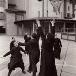 Pepi Merisio, Basket in Seminario a Bergamo, 1964, Stampa ai sali d'argento vintage print, cm 24 x 35