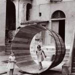 Pepi Merisio, La grande botte di Riomaggiore, 1964, Stampa ai sali d'argento vintage print, cm 30 x 40