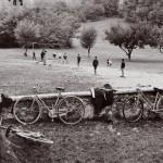 Pepi Merisio, La partita della domenica a Mantello, Sondrio,1960, Stampa ai sali d'argento vintage, cm 40 x 30
