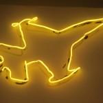 Fiona Banner_Jastreb (neon jet)_2013_neon piegato dall'artista_filo_trasformatore e sagoma di carta_cm 67x100_1