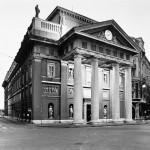 80 - Gabriele Basilico, La Borsa di Trieste, 1996