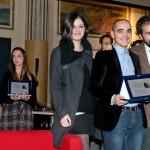 I galleristi della White Noise gallery premiano Roberto Fanari. Foto Adriana Abbrescia