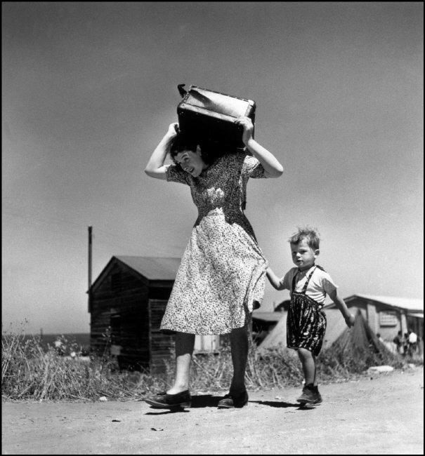 © Robert Capa / International Center of Photography / Magnum Photos