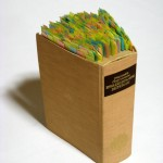 Manya Kato Marking addiction #2,  libro, post it 30 x 20 x 12 cm