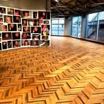 Veduta dello spazio, sulla sinitra Melanie Bonajo, Thank you for hurting me I really needed it, 2008-16, Courtesy of the artist and Akinci Gallery, Amsterdam