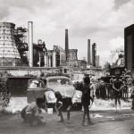 Rudolf Holtappel, Duisburg Bruckhausen, Ebertstrasse con stabilimento metallurgico August Thyssen, 1968