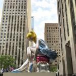 Jeff-Koons-Seated-Ballerina-randering-dellinstallazione-a-Rockefeller-Plaza-2-696x696