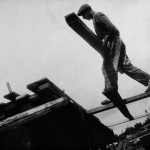 """ALEXANDER RODCHENKO FABBRICA DI LEGNAME """"VAKHTAN"""", REGIONE DEL NIJNY NOVGOROD, 1930 © ALEXANDER RODCHENKO BY SIAE 2017, COLLECTION OF MULTIMEDIA ART MUSEUM, MOSCOW / MOSCOW HOUSE OF PHOTOGRAPHY MUSEUM"""