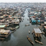 Edward Burtynsky  Makoko #2, Lagos, Nigeria 2016 photo © Edward Burtynsky, courtesy Admira Photography, Milan / Nicholas Metivier Gallery, Toronto