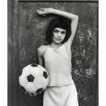 Letizia Battaglia_La bambina con in pallone