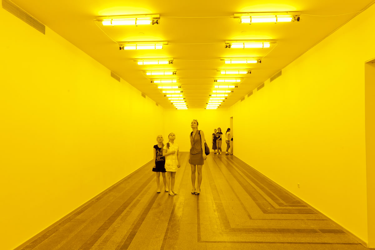 Olafur Eliasson, Room for one colour 1997