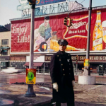 Policeman, 59th St., New York 1964 © Estate Evelyn Hofer, courtesy Galerie m, Bochum