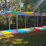 Photo-souvenir: The Colors Above Our Heads Are Under Our Feet, travail permanent in situ, The Baker Museum, Naples (Florida), 2018 Dettaglio © Daniel Buren by SIAE 2020